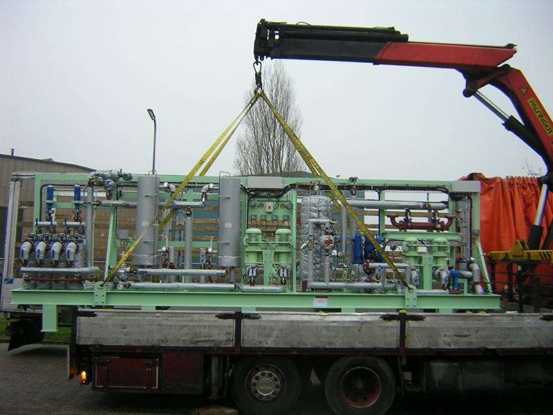 Boostermodule being loaded.